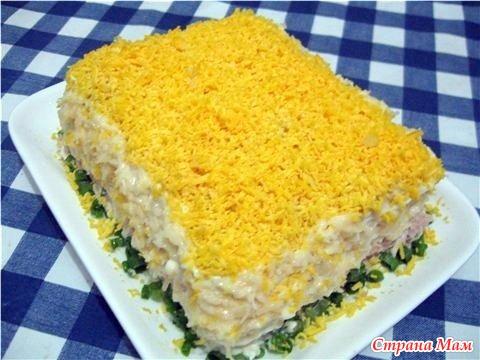 Торт салат из крекеров и консервы
