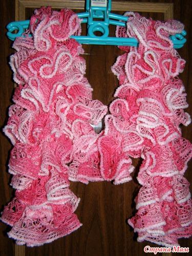 люблю вязать и спицами, и крючком.. но шарфы больше люблю из ленточной пряжи или из обычной шерсти или акрила...