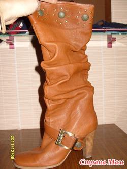 С чем носить коричневые сапоги на каблуке и без каблука