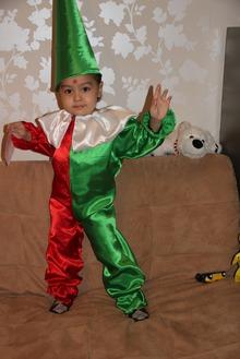 Костюм петрушка для мальчика своими руками фото