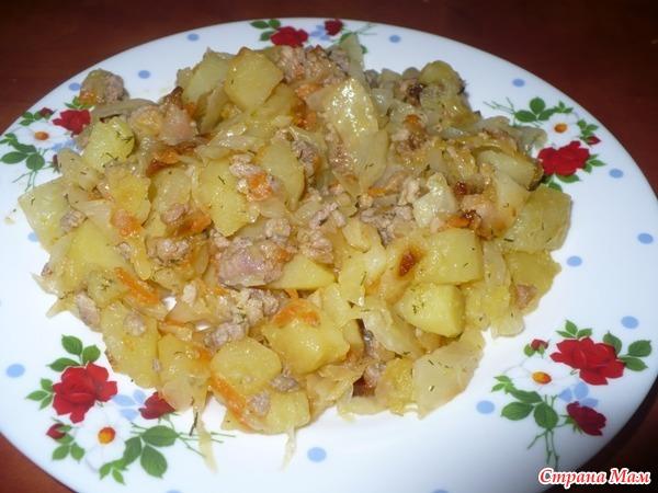 картошка тушеная с фаршем и капустой в мультиварке