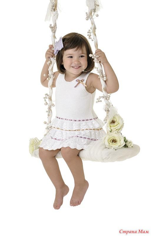 Стильные вязанные платья для девочек