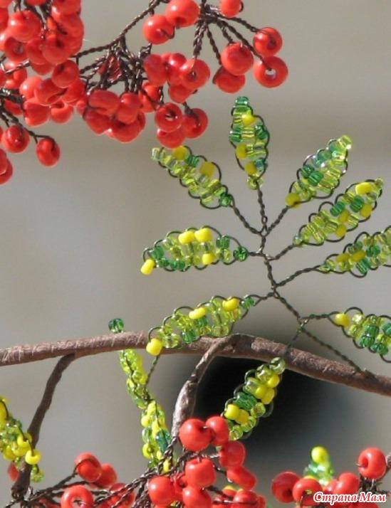 Новый год Праздник осени Бисероплетение Зимняя рябина Бисер Гипс.  Для изготовления рябины из бисера нам понадобятся...
