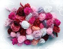 Розы из скрученной ленты