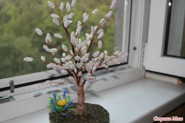 Дерево вербы из бисера