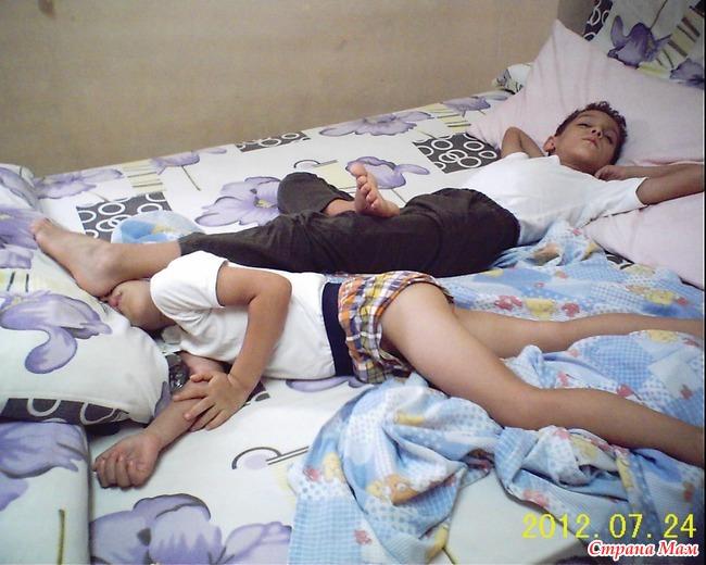 спящую сестренку брат отимел