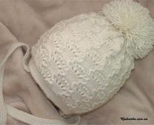Мягкая пушистая и красивая шапочка для девочки связанная спицами.  Очень подробный мастер-класс по ней http...