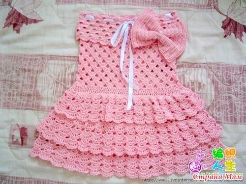 Платье, связанное крючком.