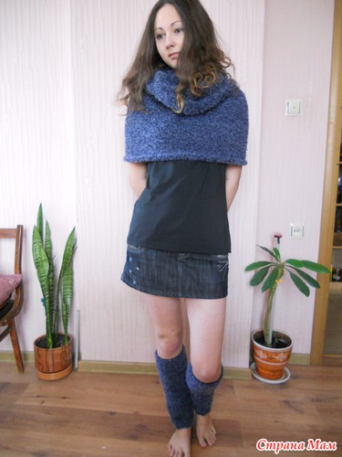 Комплект: шарф- снуд и гетры.