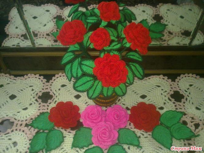 Вязаные розы в горшочке