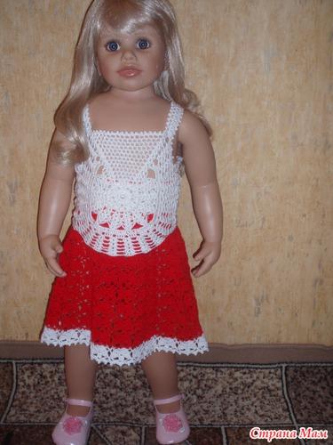 Белый топик и красная юбочка