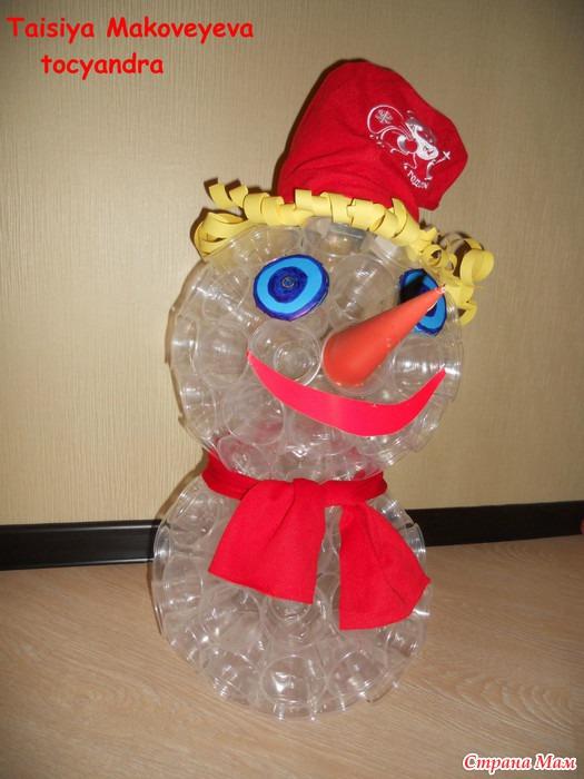 Снеговик из пластиковых прозрачных стаканчиков своими руками пошагово