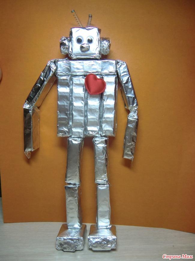 Робот из бросового материала для сада