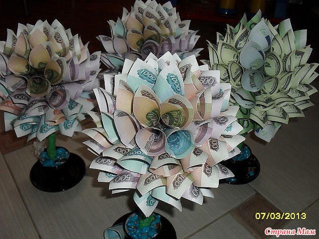 Цветок из денег на подарок 1