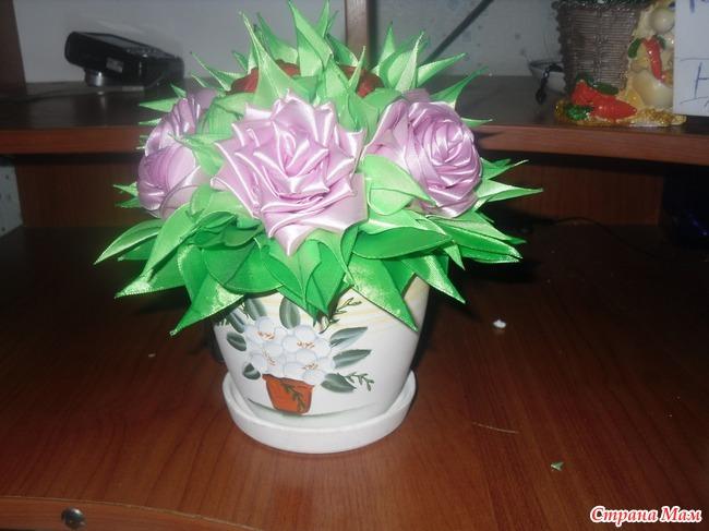Цветы из лент в горшочке