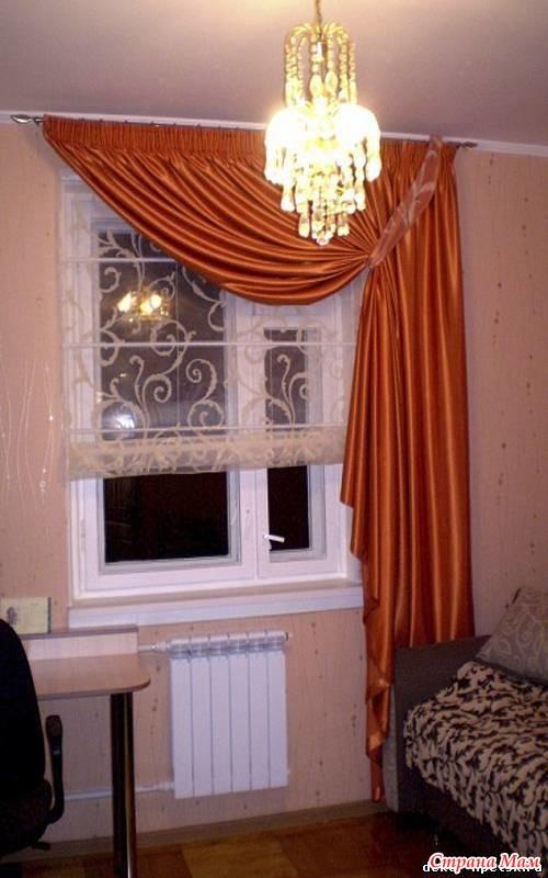 Как оформить маленькое окно в спальне