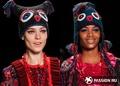 Тренд сезона- непревзойденная вязаная шапка-сова от Anna Sui, которую невозможно не выделить среди остальных.
