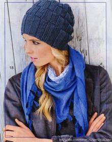 Простая и красивая шапочка спицами