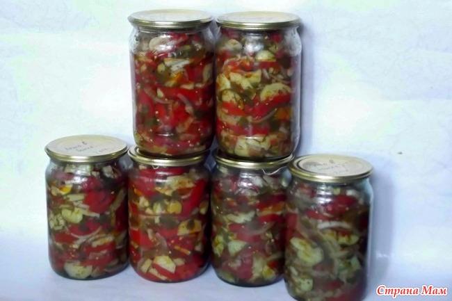 Салат в банку с огурцов и помидоров
