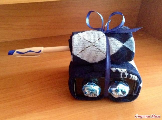 Подарок на 23 из носков своими руками