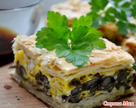 Слоеный пирог с грибами рецепт с фото