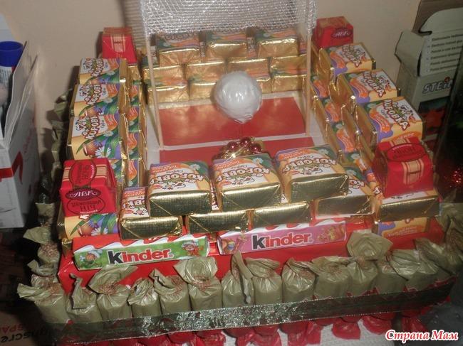 Подарок брату из конфет