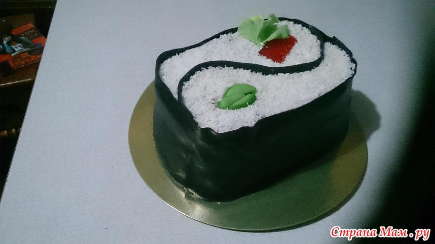 Торт в виде роллы