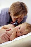 Боли в ухе у детей - как правильно и неправильно их лечить?