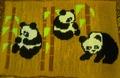 Коврик с пандами.