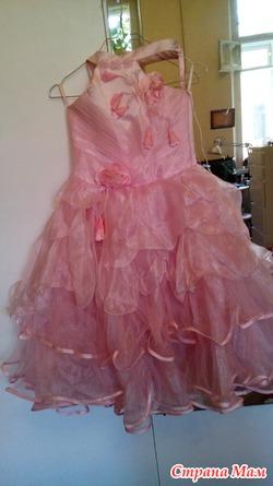 платье и маленькие пинетки