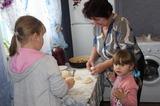 Бабушкин МК по лепке пирожков.