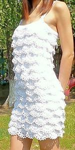 Платье с рюшами вязаное крючком