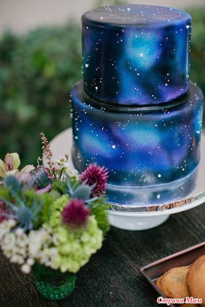 Фотография торта с изображением ракеты