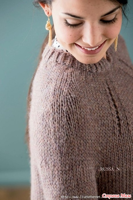 Пуловер Shifted Eyelet Yoke спицами