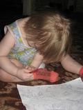 Лидочка,1 год 5 месяцев,Пытается нарисовать Лунтика!!! правда место на листочке не хватило-пришлось на ногах дорисовывать)))