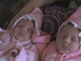 Сладкий сон маленьких близняшек Лии и Яны, нам всего 3 недельки.