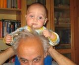 деда, не бойся, ты не станешь таким лысеньким как я, а мне же надо за что-то держаться, чтоб не упасть