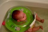 Если я выиграю PocketBook, обещаю не брать с собой в ванную...Но она мне очень необходима на суше, мама бы мне читала больше интересных сказок и стишков, а я бы разглядывала картинки. А в ванной ведь надо мыться)