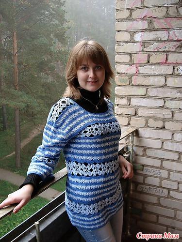 сине-голубой пуловер
