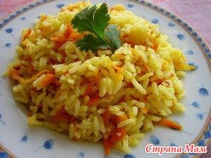 Рис, тушеный с луком и морковью