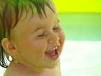 Хорошо в бассейне летом!