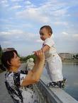 обожаю гулять с бабушкой