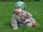 Первое знакомство Артурчика с зеленой травкой