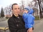 наилька с папой гуляет)))))))