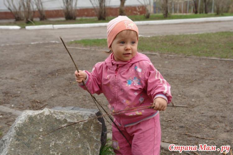 Катюша собирает хворост =)