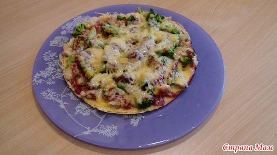 Бесподобный открытый пирог или пицца на сковороде для ленивых! Ну очень вкусно!