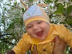 Вадимка очень рад весенним цветочкам)))