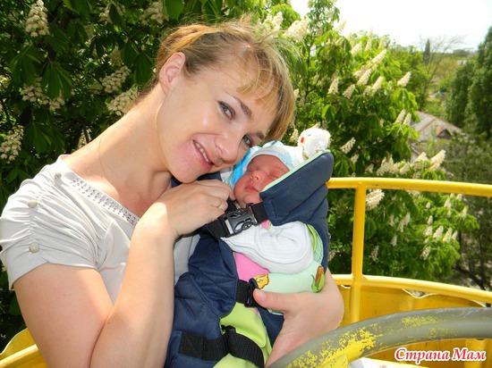 На прогулке лучше всего спать у мамы на ручках)))
