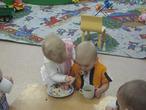 Аришенька кормит нашего Серёженьку