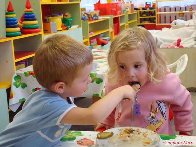 Картинки по запросу дети едят в садике